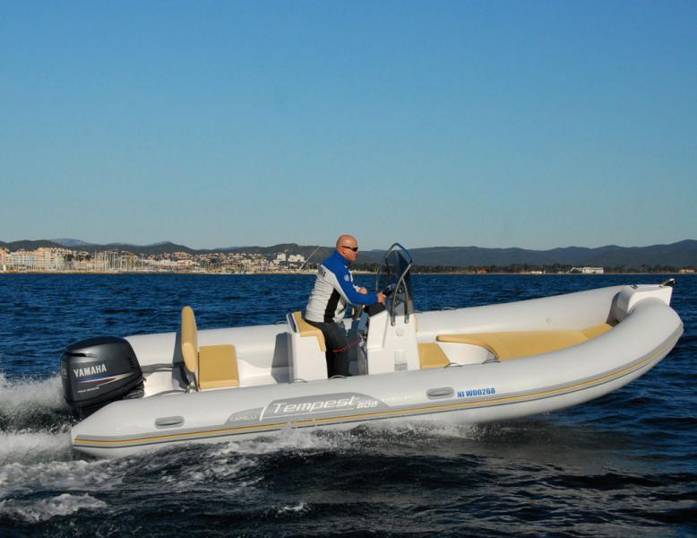 photo essai bateau pneumatique : Tempest 605 Easy Line Capelli