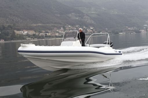 photo essai bateau pneumatique : 790 dynamic Marlin
