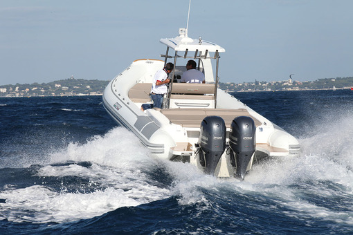 photo essai bateau pneumatique : 870 Open FB Master