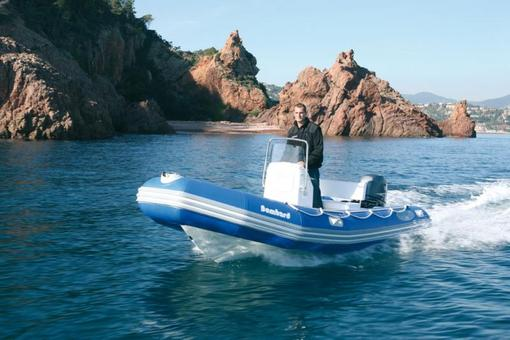 photo essai bateau pneumatique : Explorer 500 DB Confort Bombard