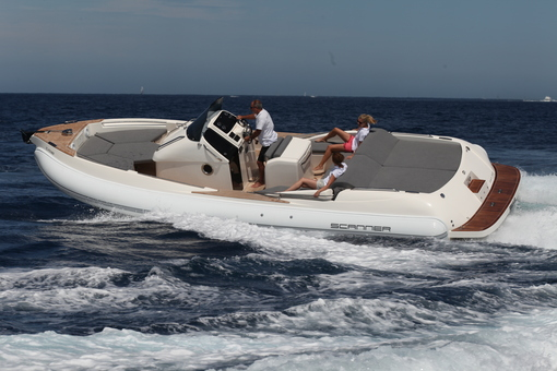 photo essai bateau pneumatique : Envy 950 Touring Scanner